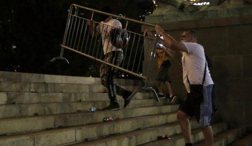 Novinarima Al Džazire huligani uništili opremu 2