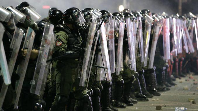 Prvo osnovno tužilaštvo u Beogradu zatražilo da se utvrdi identitet policajaca koji su pretukli izveštača Bete 1