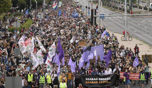 """Više hiljada ljudi """"branilo medije"""" na protestu u Mađarskoj 12"""