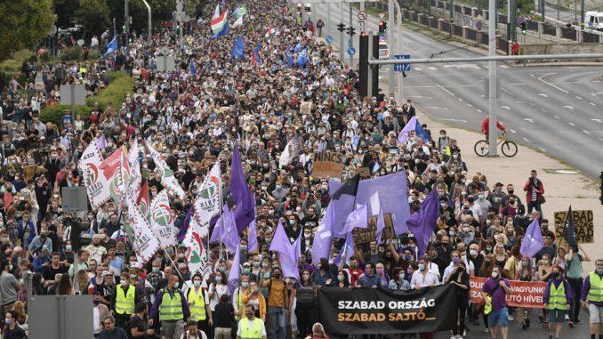 """Više hiljada ljudi """"branilo medije"""" na protestu u Mađarskoj 4"""