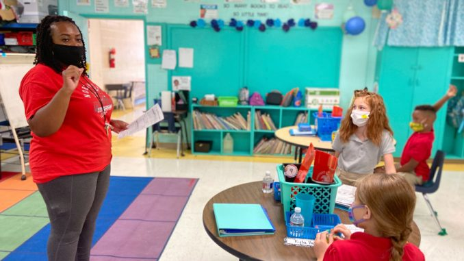 Američke škole zbog epidemije pripremaju nastavu napolju, kupuju i šatore (FOTO) 5