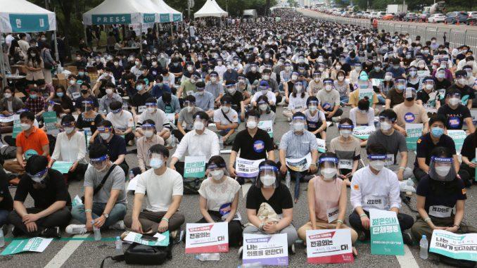 Hiljade mladih lekara u Južnoj Koreji u jednodnevnom štrajku 1
