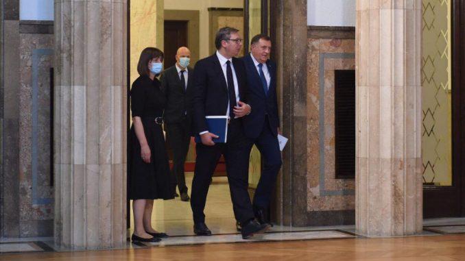 Vučićeva namera je da utiša nestašnog Dodika 4