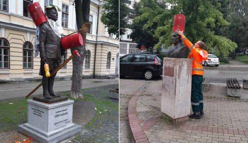 Krivične prijave za skrnavljenje spomenika 1.300 kaplara u UžicuUžice: Krivične prijave zbog skrnavljenja spomenika 1300 kaplara 13
