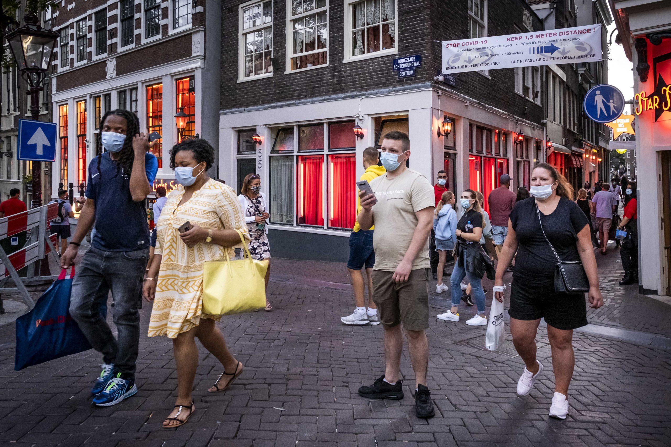 Holandija najavila ukidanje policijskog časa i otvaranje bašti kafića 1