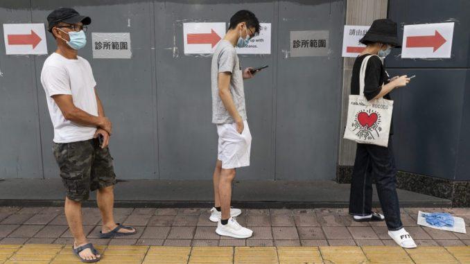 AFP: Najmanje 890.000 preminulih, više od 27 miliona zaraženih u svetu 4