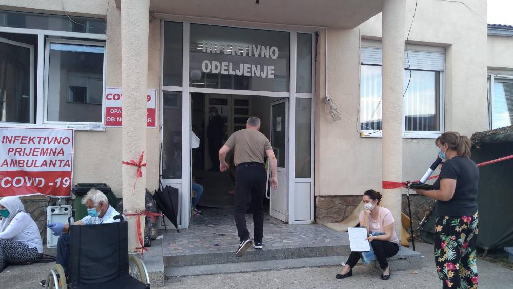 Novi Pazar: Nezadovoljni građani ne odustaju od protesta kojim traže smenu uprave Opšte bolnice 1