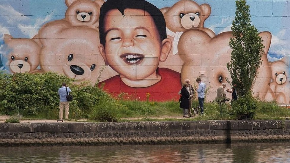 Drawing of Aylan Kurdi painted on a wall in Germany