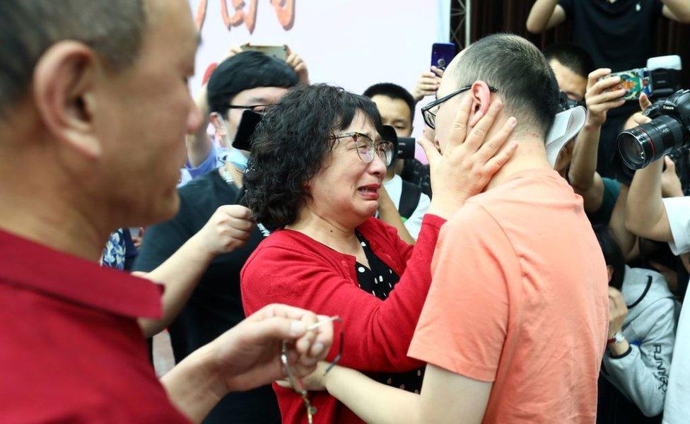 Prvi susret Li Đingzi i njenog sina nakon 32 godine.
