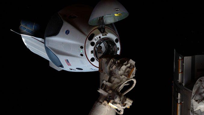NASA, Spejs Iks i letovi u svemir: Astronauti se spuštaju iz svemira u okean 3