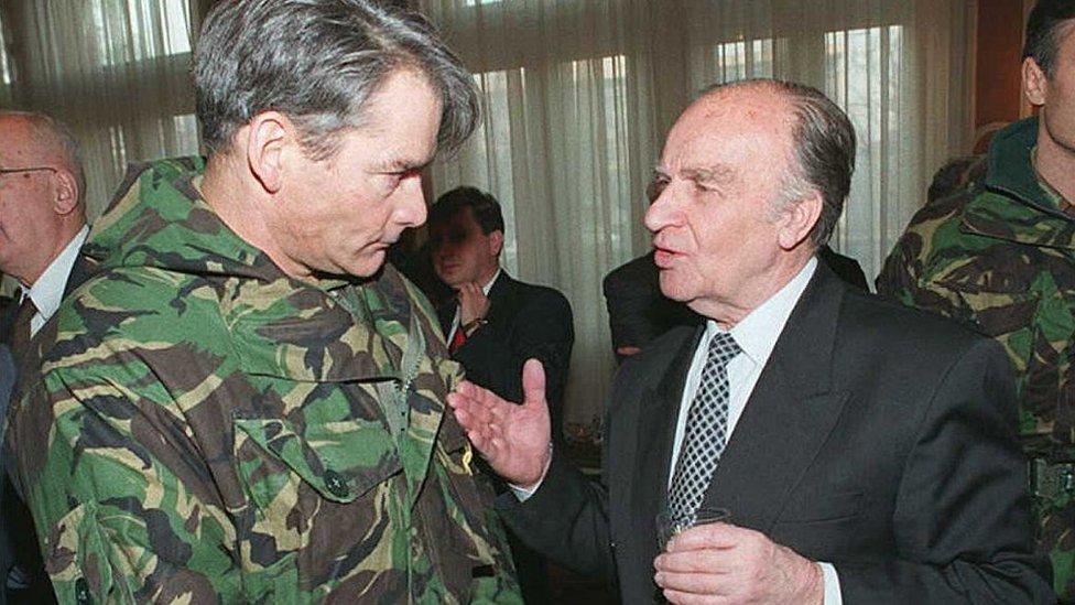 General Rupert Smit s prezidentom Bosnii Alieй Izetbegovičem