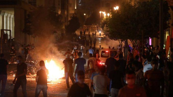 Eksplozija u Bejrutu: Nemiri na antivladinim protestima, policija koristila suzavac 1