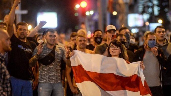 """Izbori u Belorusiji: Tihanovskaja prebegla u Litvaniju """"zbog bezbednosti dece"""" 1"""