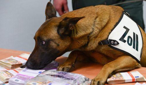 Pas tragač nanjušio 250.000 evra na aerodromu u Frankfurtu 10