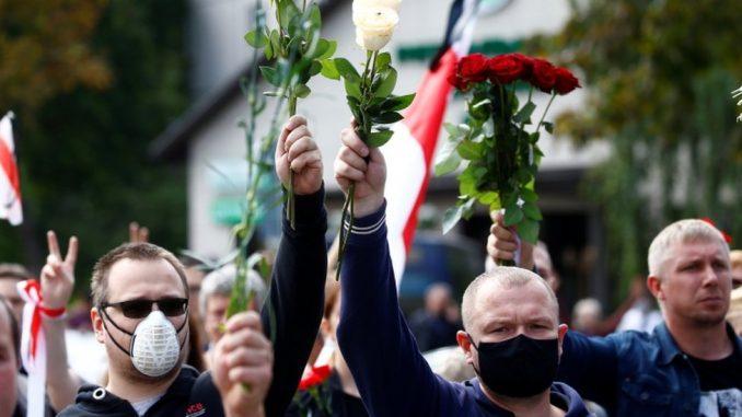 """Izbori u Belorusiji: Hiljade ljudi na sahrani demonstranta, baltičke države pozivaju na nove """"transparentne"""" izbore 3"""