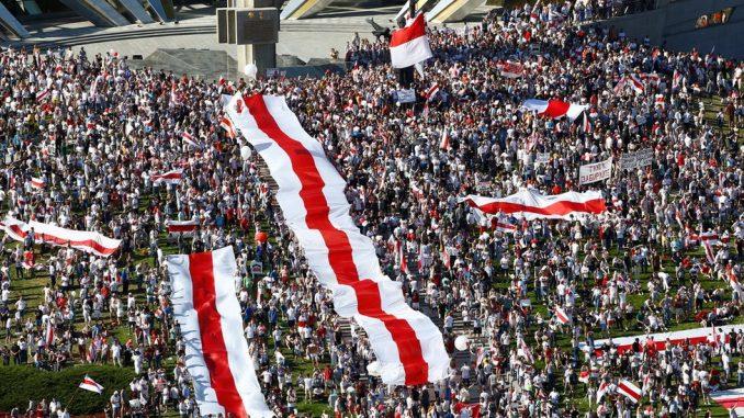 """Izbori u Belorusiji: Masovni protest """"Marš za slobodu"""" zasenio miting predsednika Aleksandra Lukašenka 1"""
