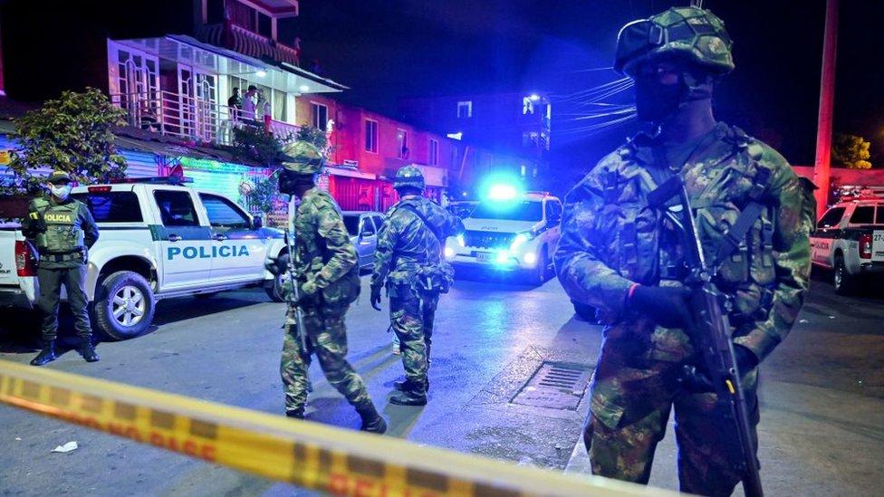 vojska blizu policijske stanice eksplozija automobila kali kolumbija 13. avgust 2020.