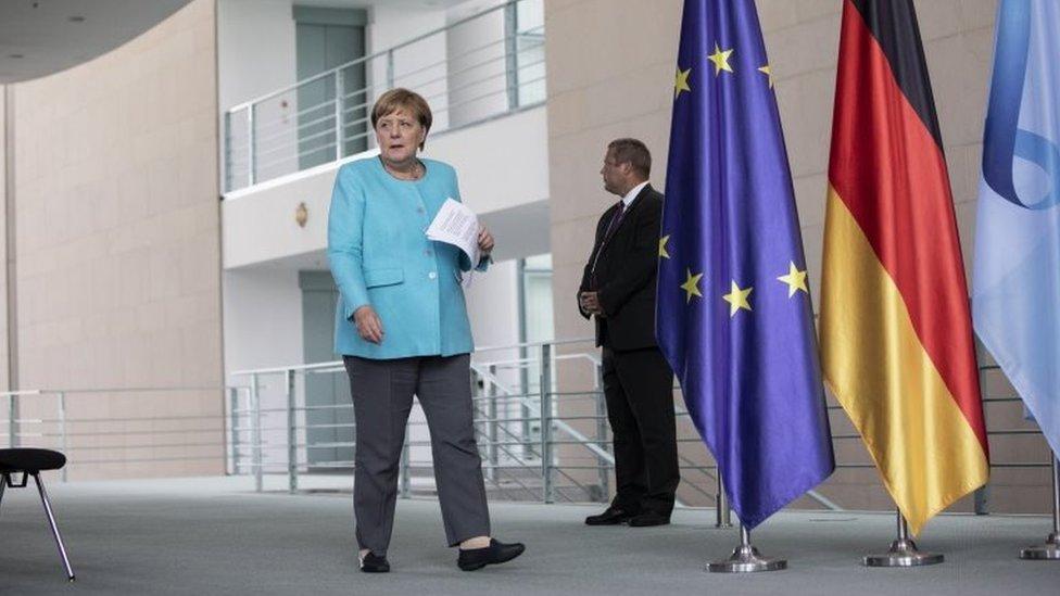 Nemačka kancelarka Angela Merkel stiže na pres konferenciju nakon sastanka Evropskog saveta, 19. avgust 2020.