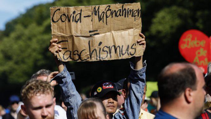 Protesti protiv antiepidemijskih mera: Uvek će biti onih koji ne prihvataju objašnjenja 3