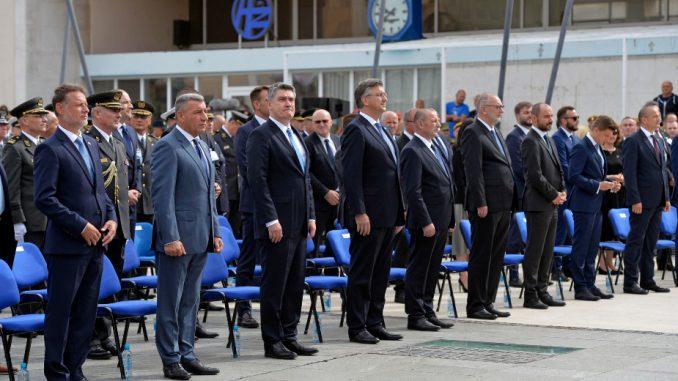 Plenković u Kninu izrazio žaljenje zbog stradalih srpskih civila  (FOTO) 3