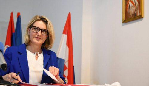 Predsednica HNV-a uputila zahtev Vučiću da hrvatski bude u službenoj upotrebi 3