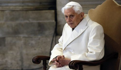 Penzionisani papa Benedikt XVI bolje posle herpesa lica 11