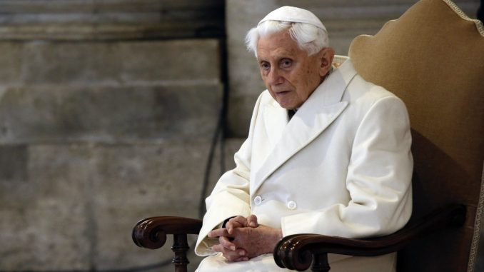 Penzionisani papa Benedikt XVI bolje posle herpesa lica 3