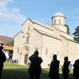 Nevladine organizacije i mediji osuđuju napade na manastir Visoki Dečani 7