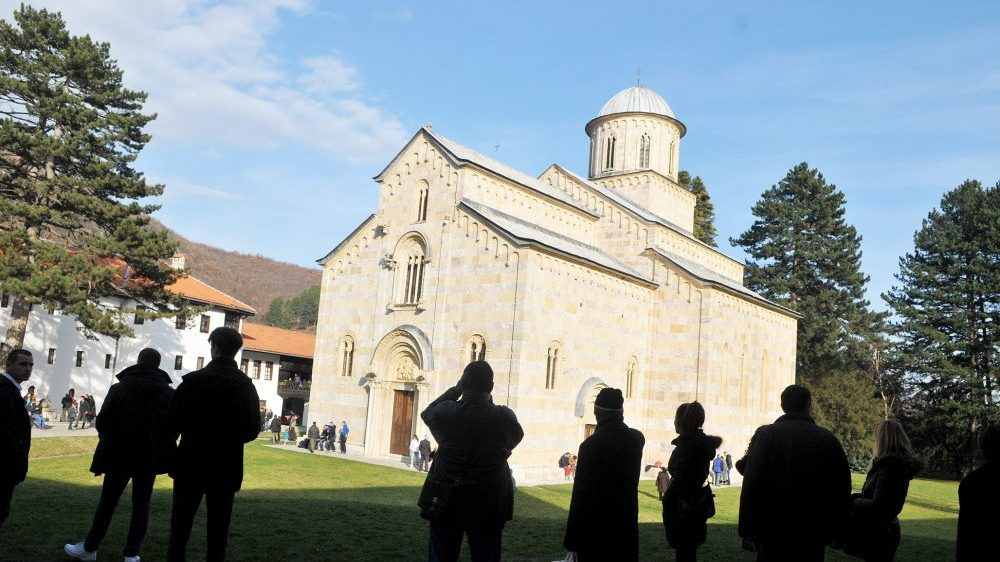Nevladine organizacije i mediji osuđuju napade na manastir Visoki Dečani 1