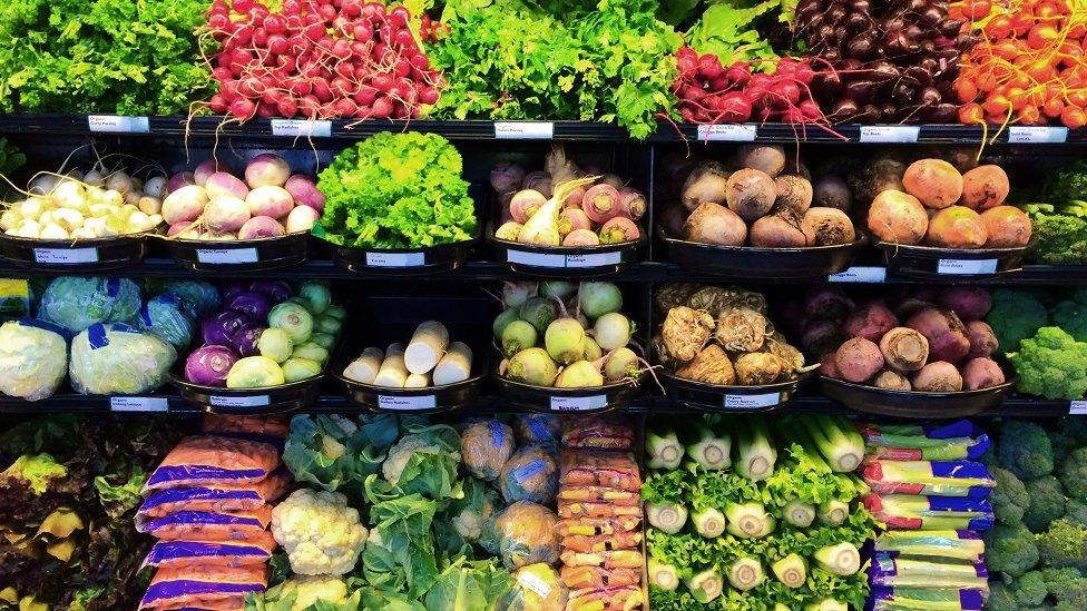 Sveže povrće u supermarketu