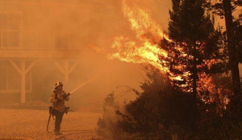 Najmanje pet osoba poginulo u požarima u Kaliforniji 14