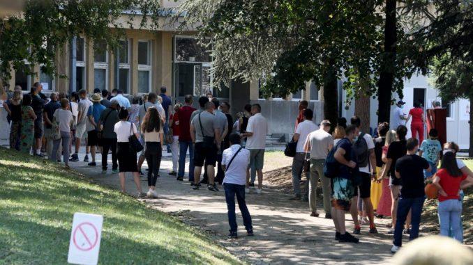 Nova.rs: U kilometarskom redu ispred 'Torlaka' veliki broj turista za Crnu Goru 4