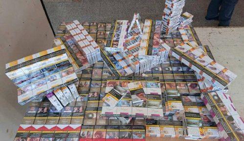 Carinici zaplenili oko 700 paklica cigareta 12