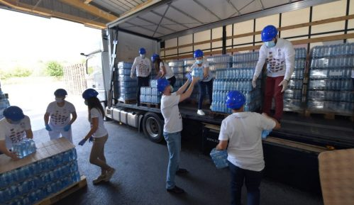 """Kompanija NIS donirala 20.000 litara """"Jazak"""" vode bolnicama u Beogradu i Zrenjaninu 14"""