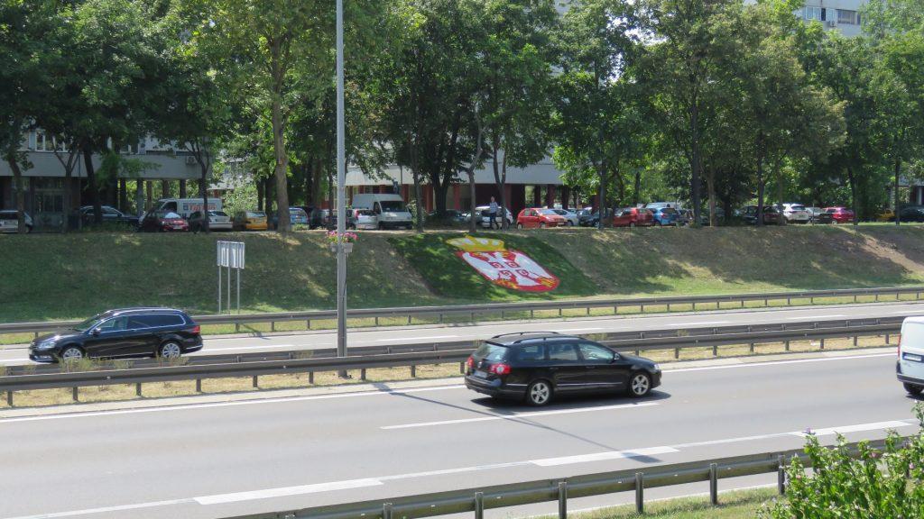 Grb Srbije - novi ukras na autoputu kroz Beograd 2