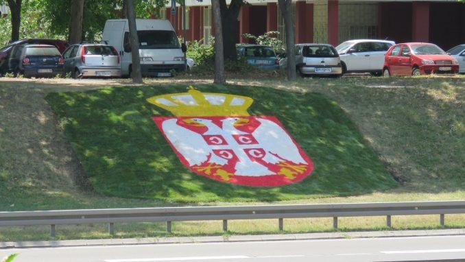 Grb Srbije - novi ukras na autoputu kroz Beograd 1