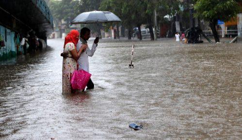 Monsunske poplave i klizišta odnele pet života u Indiji 8