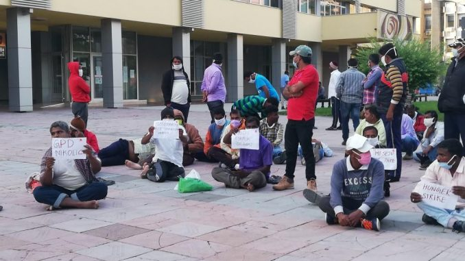Radnici iz Indije nastavili štrajk glađu u centru Kraljeva 1