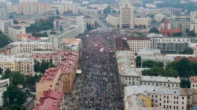 Desetine hiljada građana Belorusije protestuje u Minsku protiv vlasti 2
