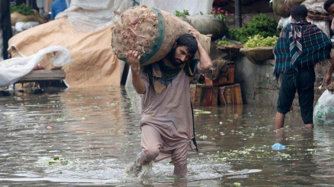 U monsunskim kišama u Pakistanu stradalo 24 ljudi (FOTO) 1