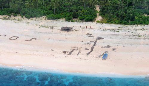 Trojica spasena s pacifičkog ostrva pomoću SOS poruke u pesku 10