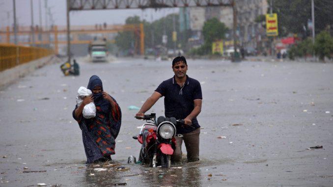 U Pakistanu najmanje 90 ljudi poginulo u poplavama usled monsunskih kiša 4