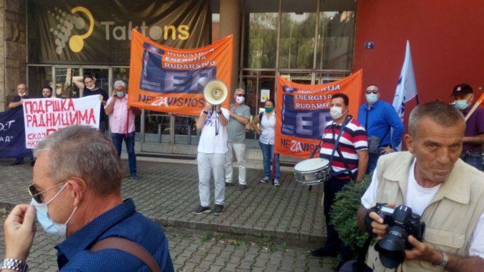 Protest ispred RTV Vojvodine zbog otkaza zaposlenih, traže ostavku rukovodstva 2