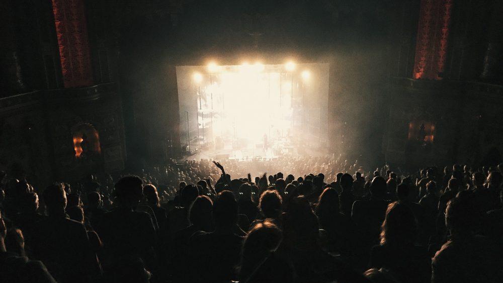 Oko 10.000 rokera i metalaca u Engleskoj na prvom muzičkom festivalu od izbijanja pandemije 16