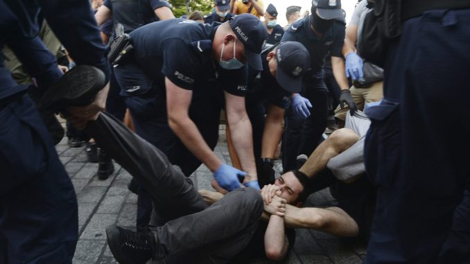 Na protestima u Varšavi policija uhapsila 48 LGBT aktivista 1