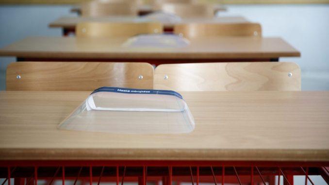 Nove mere u RS: Škole se zatvaraju na sedam dana, ograničava se rad ugostiteljskih objekata 1