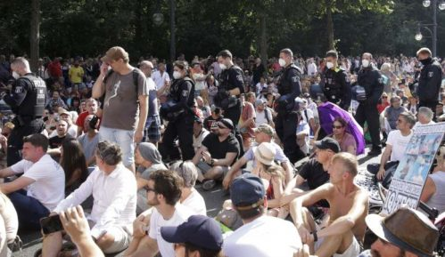 Berlin: Na demonstracijama protiv mera tokom epidemije povređeno 45 policajaca 22