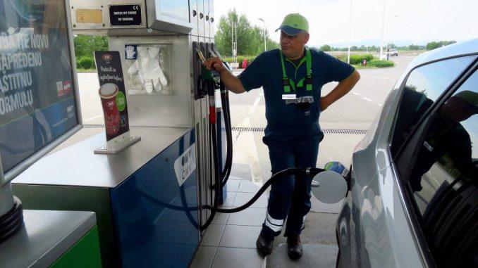 Korona strmoglavila cene goriva u Srbiji 2