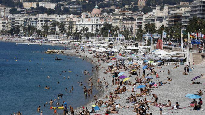 Nica: Policija kamerama sa zvučnicima upozorava turiste da poštuju pravila 3