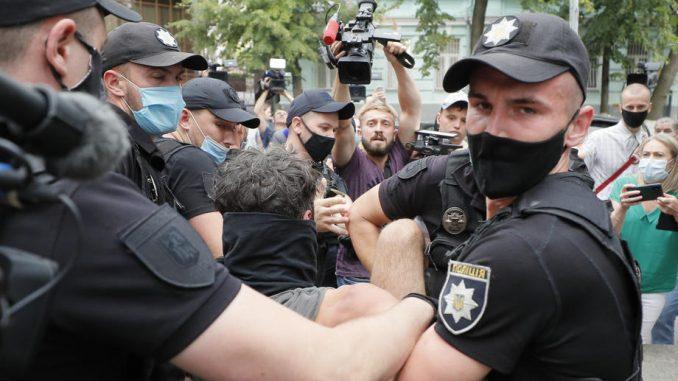 Belorusko ministarstvo: Jedan demonstrant poginuo u sukobu s policijom u Minsku 3